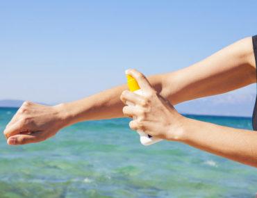Allergie au soleil:identifiez les symptômes et découvrez les meilleures solutions pour la prévenir et la traiter